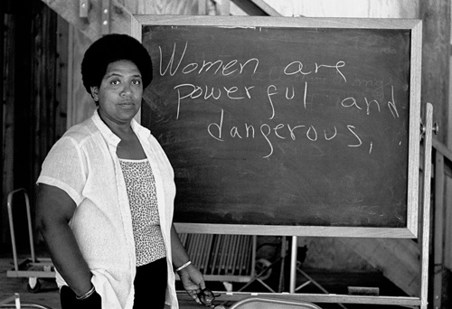 NEW SMYRNA BEACH, FL - 1983: Caribbean-American writer, poet and activist Audre Lorde lectures students at the Atlantic Center for the Arts in New Smyrna Beach, Florida. Lorde was a Master Artist in Residence at the Central Florida arts center in 1983. (Photo by Robert Alexander/Archive Photos/Getty Images)